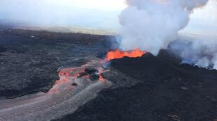 Kolejna erupcja wulkanu. Lawa tryska na wysokość 50 metrów