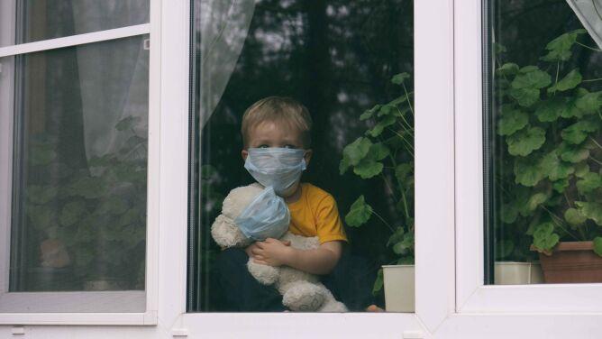 Do końca maja na COVID-19 zachorowało w Polsce ponad 1400 dzieci