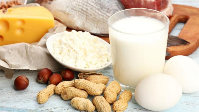 Naukowcy alarmują: polskie dzieci spożywają o 600 proc. białka za dużo